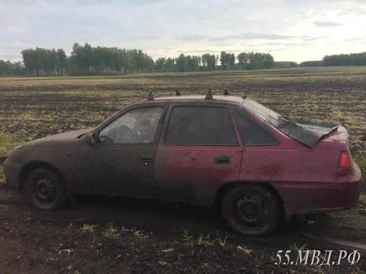 Выпивший омич угнал автомобиль изастрял вгрязи