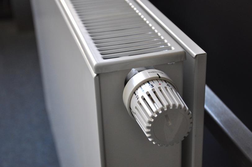 Омичи могут пожаловаться нахолодные батареи по«горячему» телефону