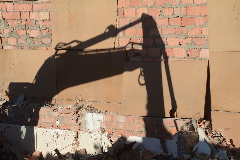 ВОмске отыскали неменее 40 незаконных киосков ивывезли ихвпромзону