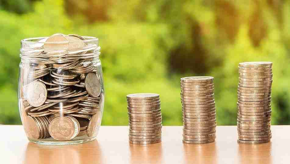 ВОмске утвердили бюджет на 2018 с недостатком 800 млн.