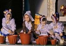 Юные омичи сыграли спектакль для детей с ограниченными возможностями здоровья