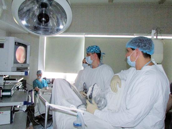 Оперативное вмешательство через проколы: как врачи БСМП №2 спасают жизни омичей