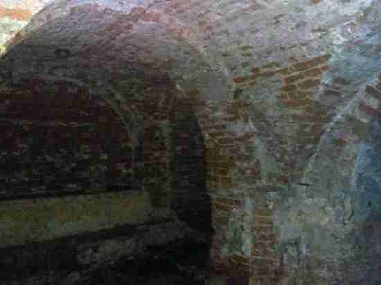Подвалы под домом вцентре города неотносятся кОмской крепости— Минкульт